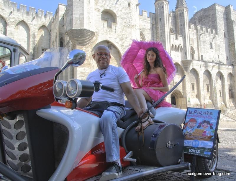 Avignon tractage le pirate et la poupée 2